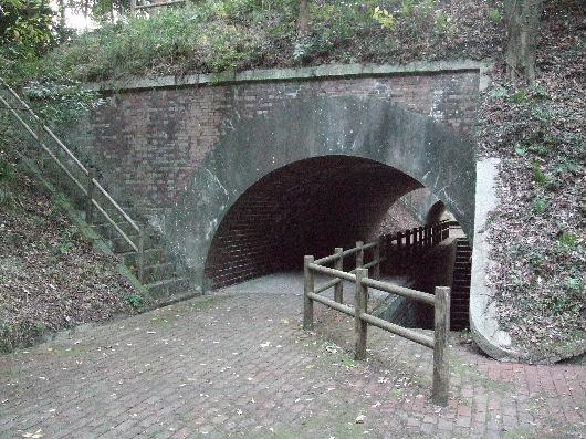 レンガ造りのトンネル.jpg