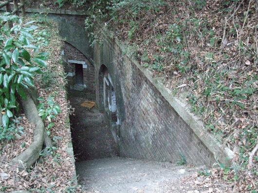 弾薬庫への階段.jpg
