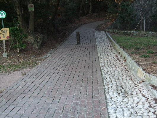 煉瓦の遊歩道.jpg