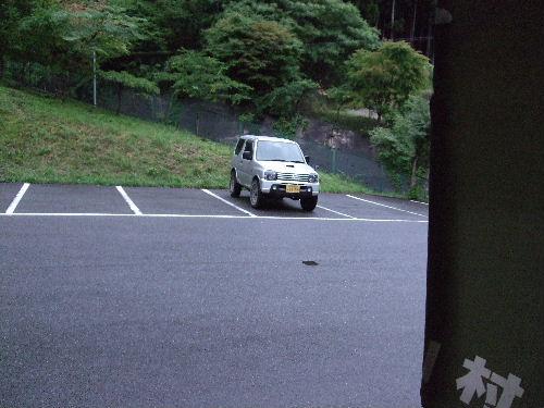 誰もいない駐車場.jpg
