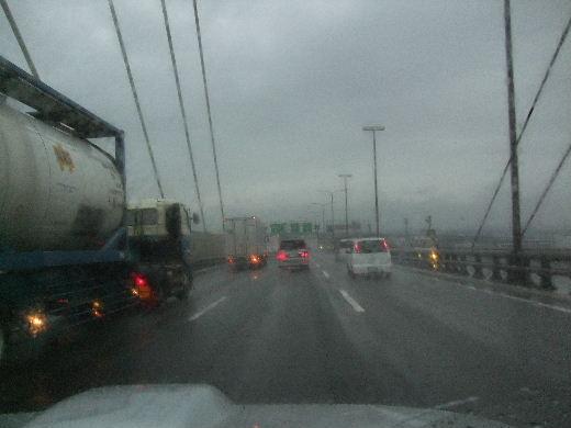 雨の湾岸線.jpg